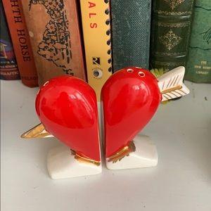 VINTAGE 1984 Arrow Heart Salt & Pepper Shakers